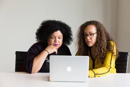 Ново проучване дава по-висока оценка на технологичните умения на дамите