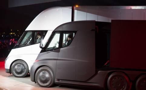 Канадска хранителна верига е неочакван ранен собственик на новия камион на Tesla