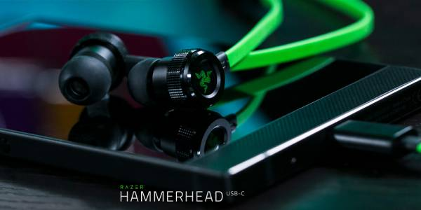 Razer пусна нова версия на Hammerhead слушалките с USB-C адаптер за Razer Phone