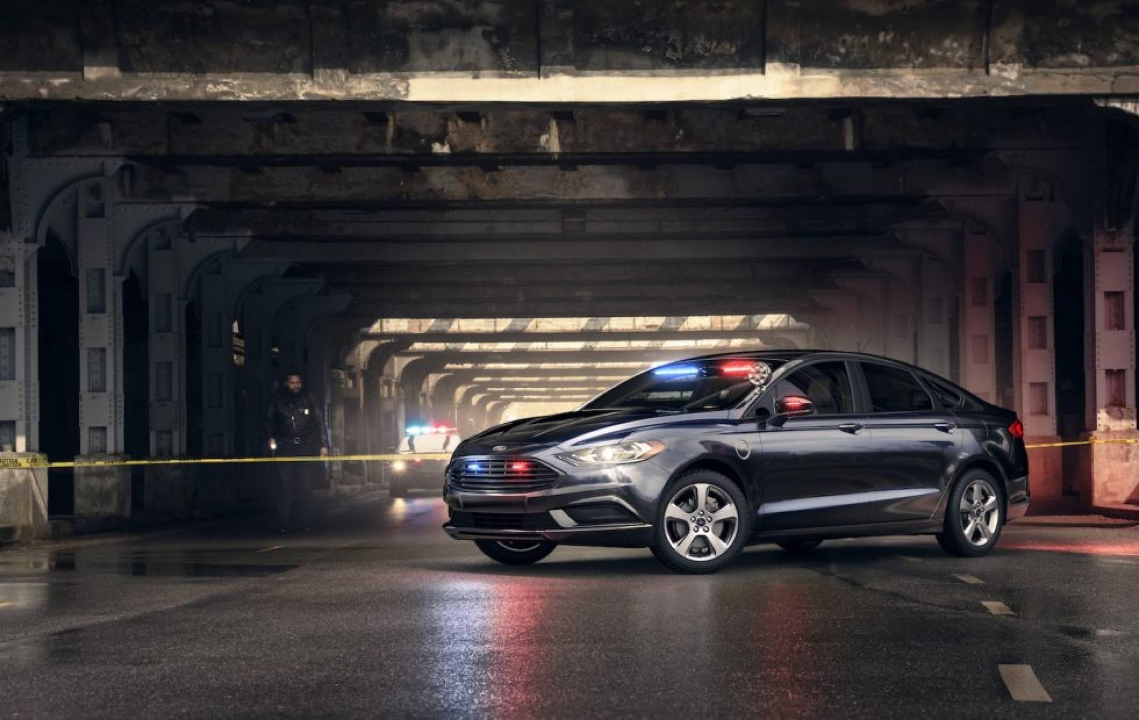 Полицаите ще дебнат на тъмно и тихо с новия хибрид на Ford