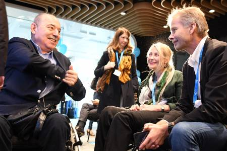 Telenor откри третото издание на програмата си за хора с увреждания OpenMind