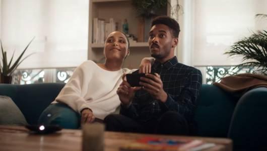 Помните ли рекламата, в която Samsung се закачаше с Apple? Motorola я подобри