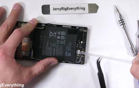 Най-добре не чупете вашия Razer Phone, поправката е трудна