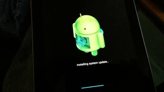 Борбата с бавните Android ъпдейти продължава да е проблем за Google