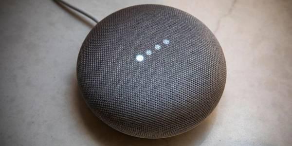 Google отключи сензорния контрол на умния говорител Home Mini