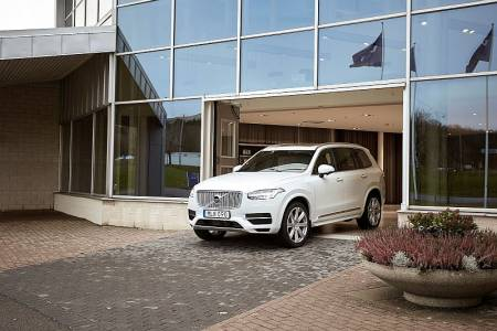Стартираха тестовете в реални условия на умните коли на Volvo