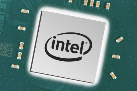Intel агресивно отхвърля обвиненията, че проблемът с процесорите е само неин