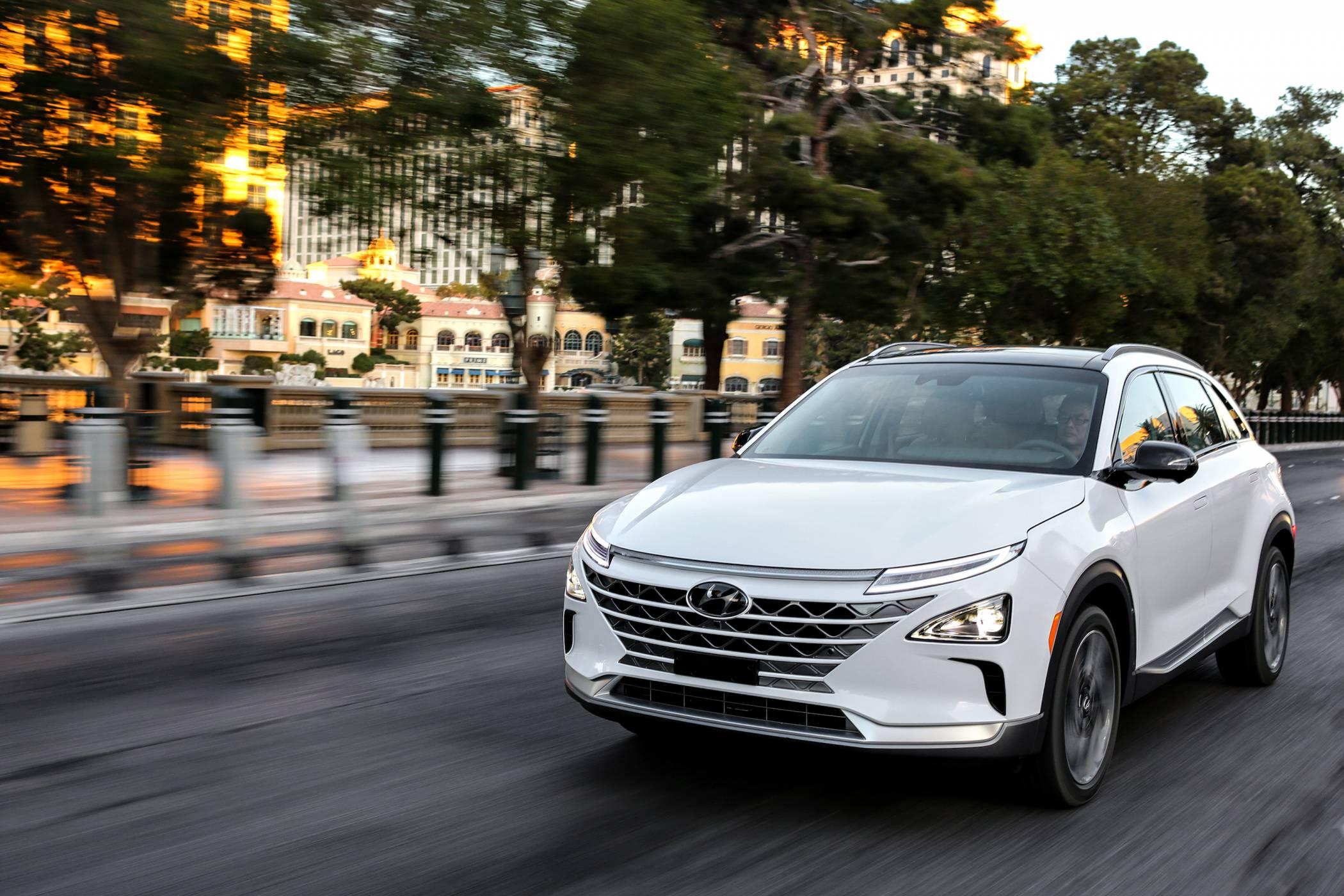 Водородният автомобил Hyundai Nexo се зарежда за 5 минути и изминава почти 600 км