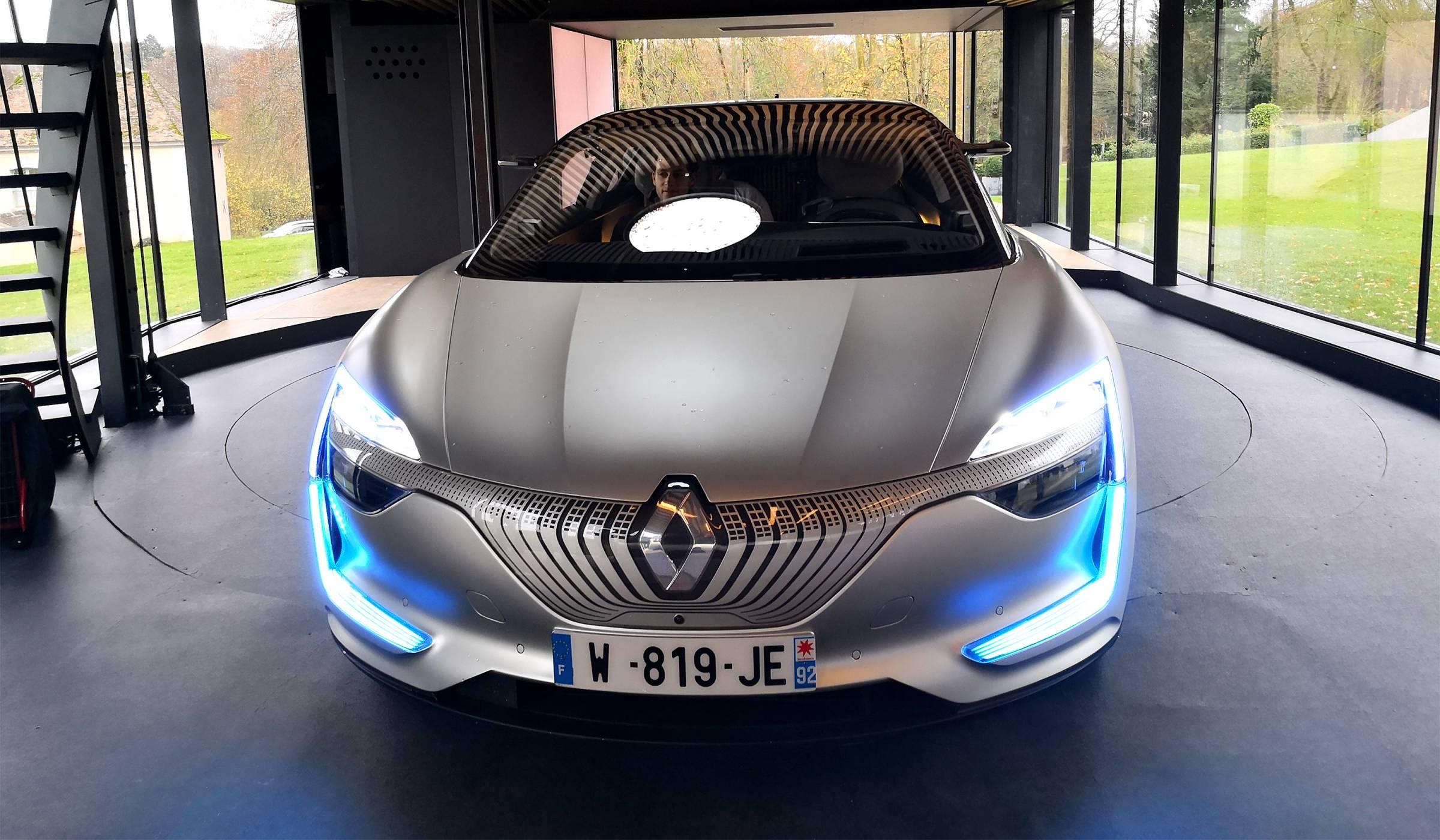 Как автономният Renault Symbioz ме закара в бъдещето