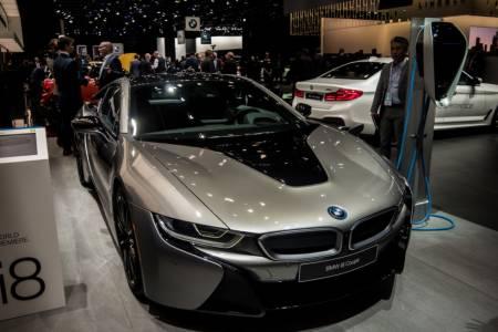 Малко повече мощност и доста по-голяма батерия за новата версия на BMW i8