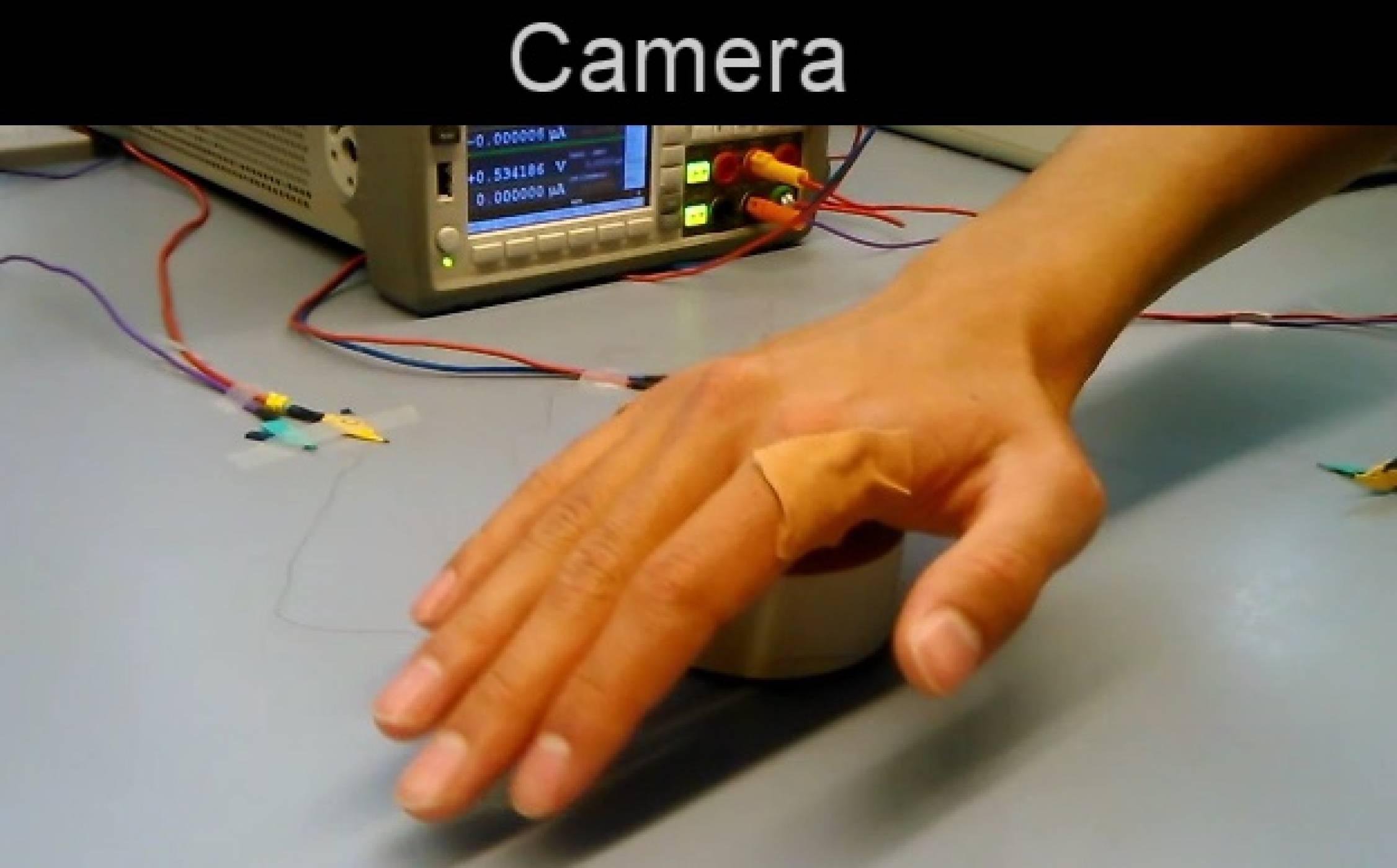 С тази електронна кожа може да манипулирате предмети, без да ги докосвате