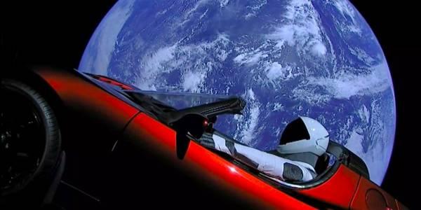 Космическата Tesla може да се удари в Земята след милиони години