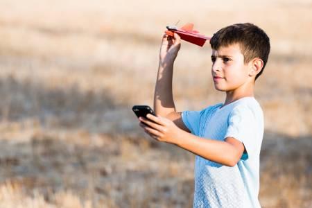 Dart: хартиен самолет, който може да управлявате от телефона си