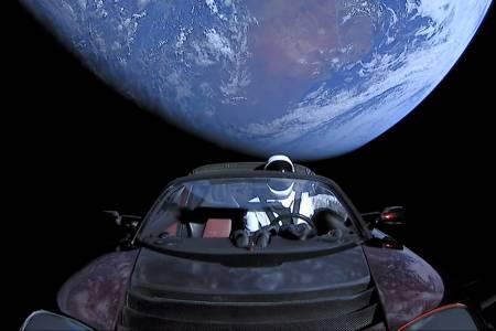 Проследете космическата одисея на колата на Илон Мъск с този сайт