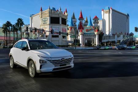 Посетители на олимпиадата в Корея се радват на превоз от автономни автомобили