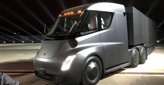 Камион Tesla Semi Truck беше забелязан на обществен път