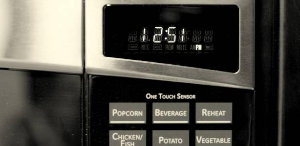 Часовници из цяла Европа изостават заради спор кой ще плаща тока