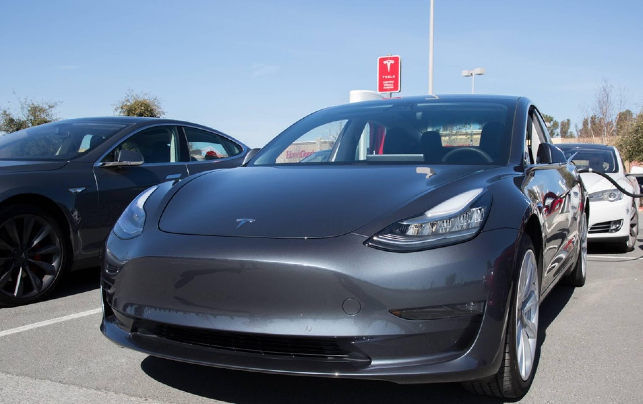 Tesla временно спряла производството на Model 3