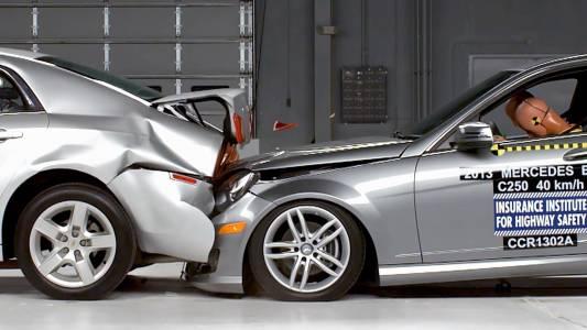 Mercedes-Benz подобрява сигурността при произшествие с нова технология, предпазваща слуха