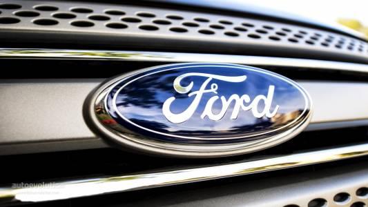 Ford сервизира 1.3 милиона автомобила, чиито волани могат да паднат в движение