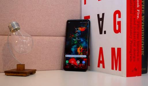 Samsung Galaxy S9+: флагманът, който иска да е добър във всичко (видео ревю)