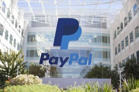 PayPal пуска традиционни банкови и картови услуги