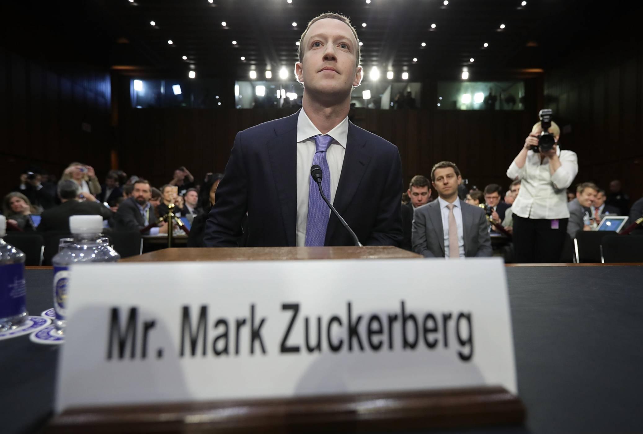 На горещия стол: за какво поема (и не поема) отговорност Марк Зукърбърг