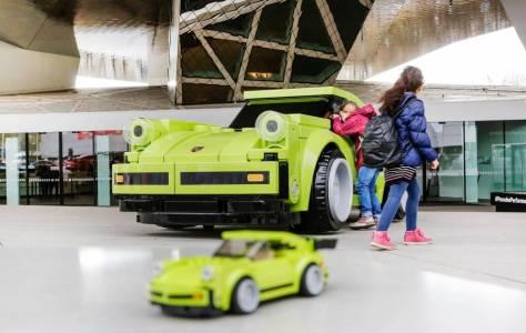 Това LEGO Porsche 911 Turbo 3.0 е нереално и все пак съществува