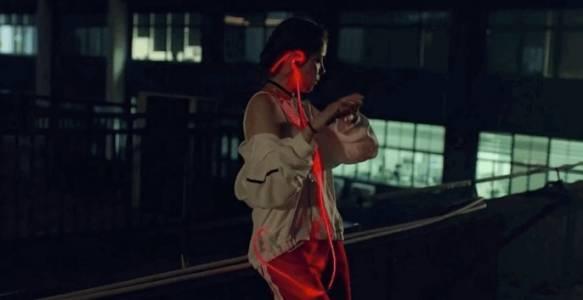 Приковете погледите с тези светещи слушалки от Meizu