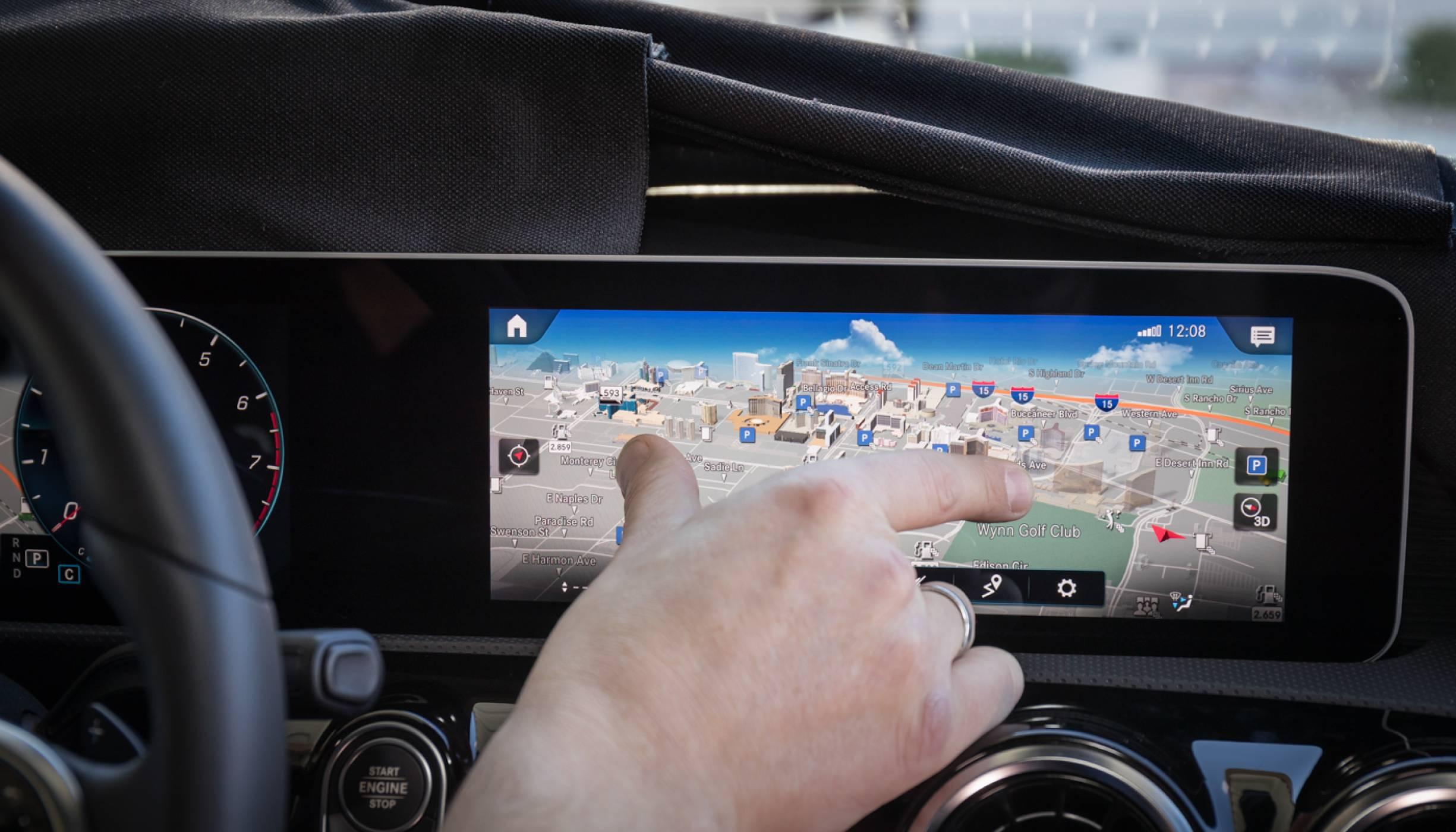 Автопроизводители срещу технологични гиганти: кой ще спечели войната при инфотейнмънт системите?