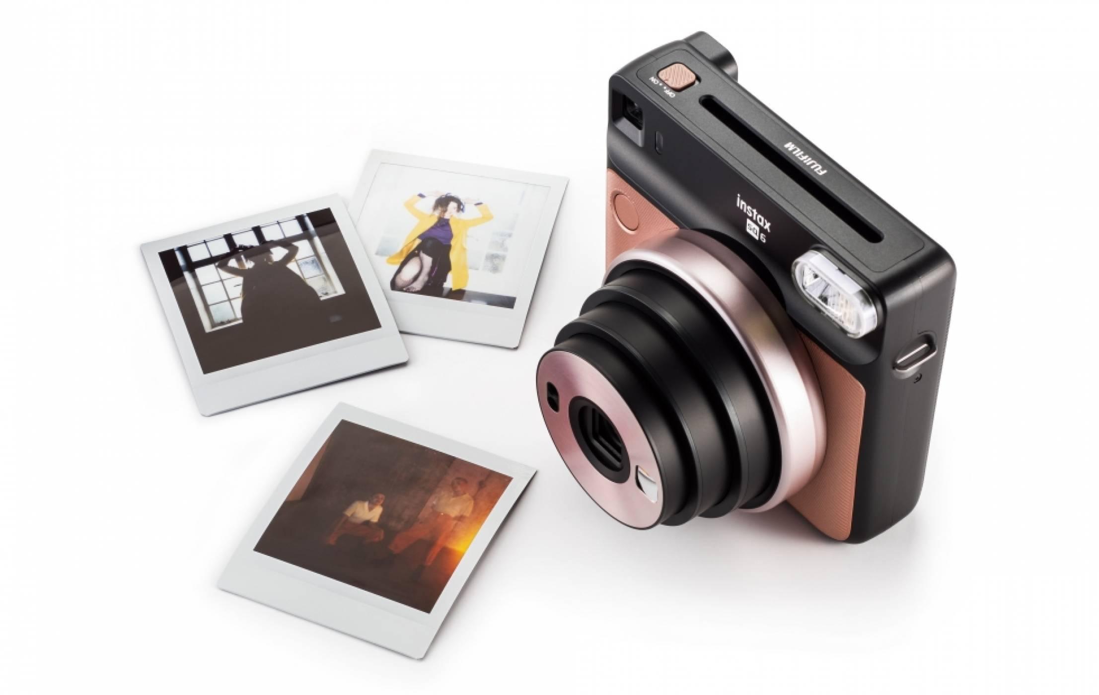 Този компактен фотоапарат на Fujifilm разпечатва селфитата ви на момента