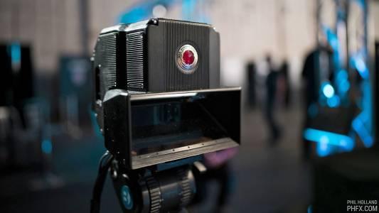 RED прави 8K 3D камера за своя холографски смартфон