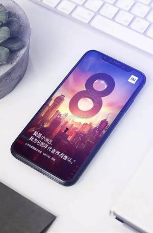 Xiaomi Mi 8 залага на прорез и двойна камера