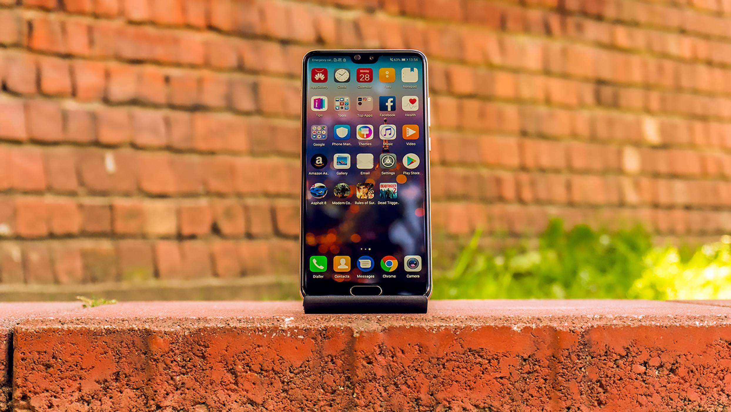 Huawei P20: заслужава ли вниманието ви флагманът в сянка? (видео ревю)