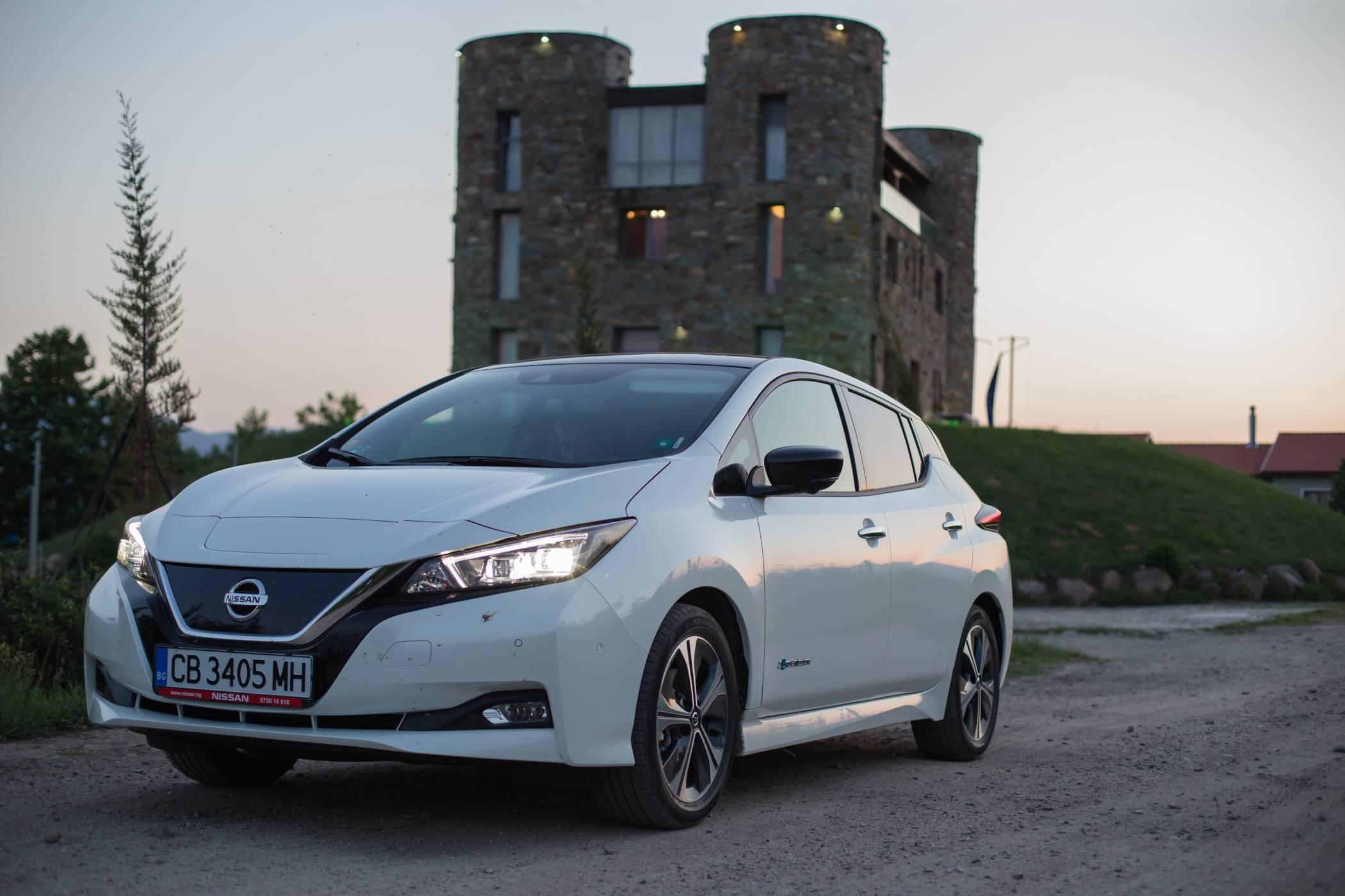 Nissan LEAF 2018: най-продаваният електромобил не мисли да слиза от трона (тест драйв)