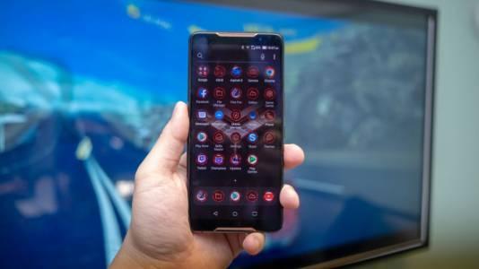 Asus ROG Phone е геймърски смартфон с доста иновации, който си търси фенове