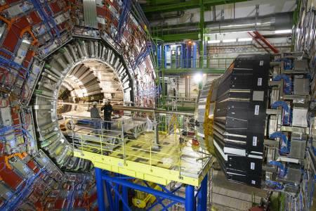 От CERN започват обновяване на големия адронен колайдер