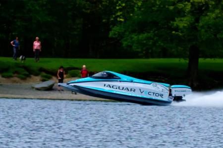 Новата най-бърза електрическа лодка в света е на Jaguar