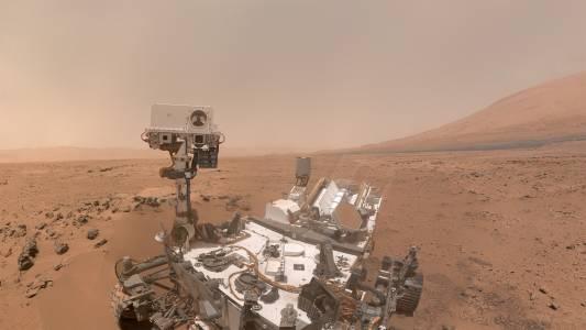 Марсоходът Curiosity си направи селфи насред пясъчната буря на Марс