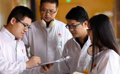Huawei c иновативен начин за създаване на безрамкови дисплеи