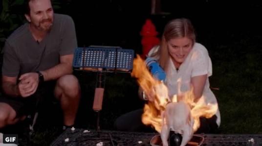 Хората правят невероятни неща с огнехвъргачката на Илон Мъск