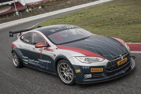 Първият състезателен Tesla Model S излиза на пистата