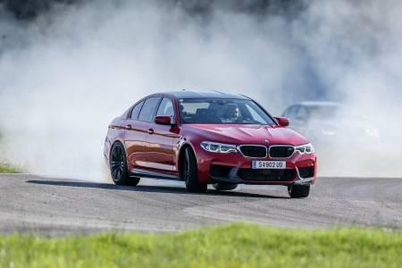 2018 BMW M5: луксозният седан с характеристики на супер кола (тест драйв)