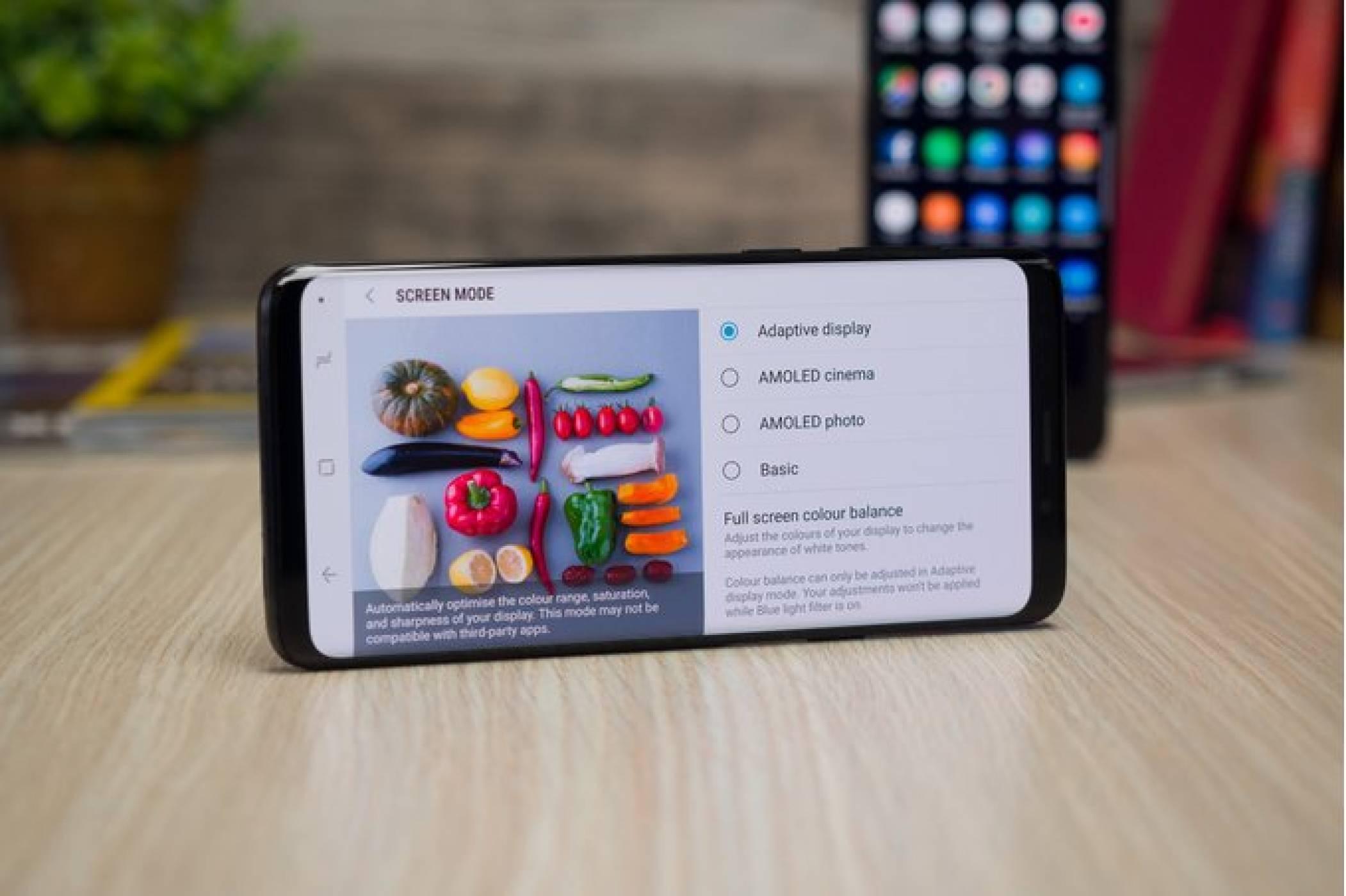 Главните екрани на Samsung Galaxy S8/S8 Plus и Note 8 вече могат да се въртят настрани