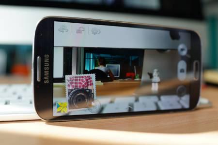 Samsung отвори най-големия завод за смартфони на планетата в Индия