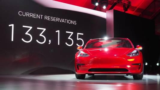 Търговската война между САЩ и Китай вдигна цените на Tesla
