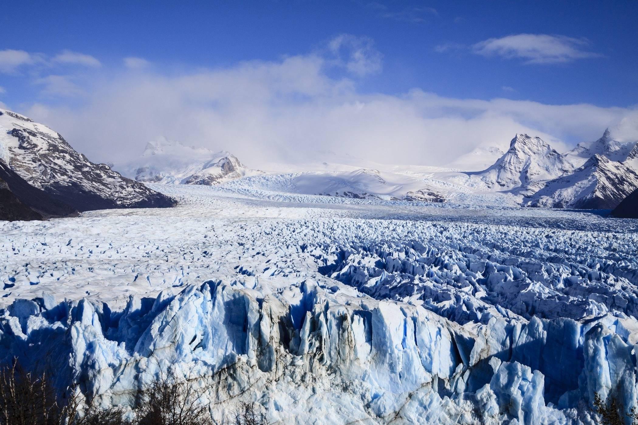 Разцепващ се ледник в Гренландия е уловен в зловещо видео