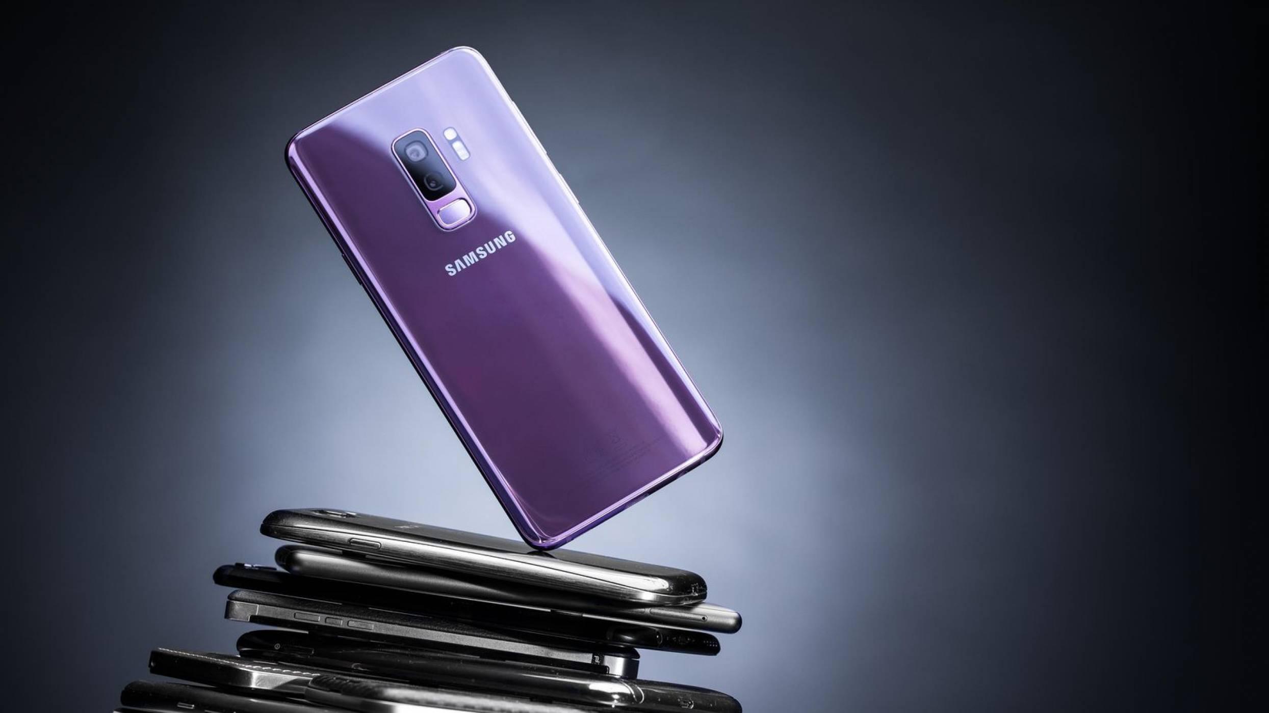 Samsung намига закачливо на Apple в нова реклама заради бавната скорост на сваляне на iPhone X