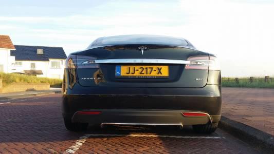 Германия си прибира обратно EV субсидиите за лъскавите Tesla