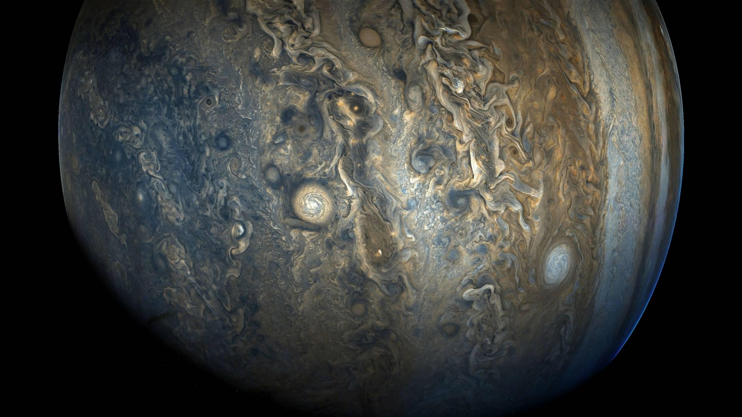 Откриха десет нови луни около Юпитер и някои от тях се държат странно